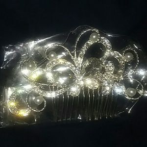 Stunning Bridal hair Comb New In package.